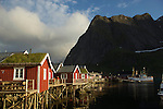 Village de Reine, capitale de l ile de  Moskenes<br /> idyllic fishing community of Reine with tiny red houses squeezed in between a circle of jagged mountain peaks. Moskenes island<br /> Picture taken at 11 pm