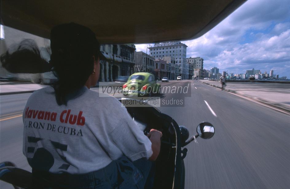 """Cuba/La Havane: Sur """"el Malecon"""" en cocotaxi"""