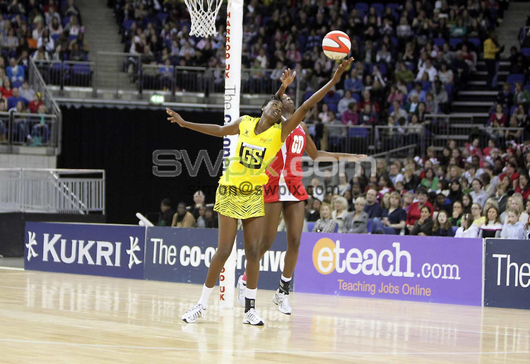 PICTURE BY Ben Duffy/SWPIX.COM - Netball - The Co-Operative International Series - England v Jamaica, First Test - O2 Arena, London, England - 22/02/09...Copyright - Simon Wilkinson - 07811267706...England's Sonia Mkoloma and Jamaica's Romelda Aiken