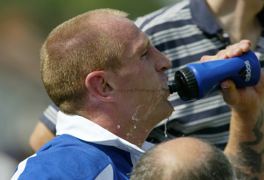 Photo : Garvin Davies.Bridgend v Bath, pre-season friendly, @ The Brewery Field, Bridgend, 17-08-2002.Gareth Thomas