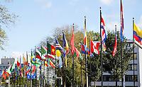 Nederland Den Haag 2015 09 27. Vlaggen bij het World Forum. Het World Forum, voorheen Nederlands Congresgebouw, Nederlands Congres Centrum (NCC) en World Forum Convention Center (WFCC), is een groot multifunctioneel gebouw waar diverse soorten bijeenkomsten worden georganiseerd, zoals congressen, festivals, concerten, recepties, beurzen en persconferenties. Het gebouw is gevestigd aan het Churchillplein
