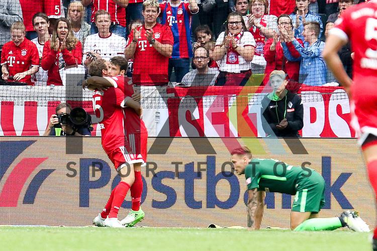 Torjubel Muenchens Juan Berndt (Nr.14)  und Muenchens Thomas Mueller (Nr.25)  beim Telekom Cup 2017 Bayern Muenchen - Werder Bremen.<br /> <br /> Foto &copy; PIX-Sportfotos *** Foto ist honorarpflichtig! *** Auf Anfrage in hoeherer Qualitaet/Aufloesung. Belegexemplar erbeten. Veroeffentlichung ausschliesslich fuer journalistisch-publizistische Zwecke. For editorial use only.