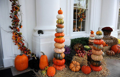 The White House is decorated for Halloween at the North Portico of the White House in Washington on Sunday, October 31, 2010. United States President Barack Obama and First Lady Michelle Obama will  greet trick or treaters at the North Portico of the White House as they celebrate Halloween..Credit: Olivier Douliery / Pool via CNP