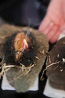 Europe/France/Auverne/63/Puy-de-Dôme/Durtol: Foie gras chaud cuit au foin, sa pulpe de pomme de terre fumée au feu de bois - recette de  Xavier Beaudiment - Restaurant: Le Pré Carré