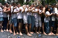 Promesseiros já cansados tentam chegar presos a corda até o fim da procissão. O Círio de Nossa Senhora de Nazaré é acompanhado por cerca de 1.500.000 de pessoas, é considerada uma das maiores procissões religiosas do planeta.<br />Belém-Pará-Brasil<br />12/10/2003<br />©Foto:Paulo Santos/Interfoto<br />Digital