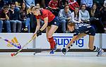 ROTTERDAM  - NK Zaalhockey . finale dames hoofdklasse: hdm-Laren 2-1. hdm landskampioen.Lisanne de Lange (Lar) met Pien van der Heide (HDM)  COPYRIGHT KOEN SUYK