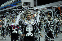 SAO PAULO, SP, 20 DE FEVEREIRO 2012 - CARNAVAL SP - LEANDO DE ITAQUERA - Desfile da escola de samba Leandro de Itaquera na terceira noite do Carnaval 2012 de São Paulo, no Sambódromo do Anhembi, na zona norte da cidade, neste domingo. (FOTO: LEVI BIANCO  - BRAZIL PHOTO PRESS).