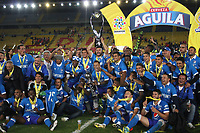 BOGOTÁ- COLOMBIA, 17-12-2017:Jugadores de Millonarios celebran al quedar campeones de La Liga Aguila II  2017  al vencer al Independiente Santa Fe en partido por la final vuelta de la Liga Aguila 2017  entre Independiente Santa Fe y Millonarios , jugado en el estadio Nemesio Camacho El Campín de la ciudad de Bogotá. /  Players of Millonarios  celebrate by remaining champions of La Liga Aguila II 2017 by beating Independiente Santa Fe in a match for the final round of Liga Aguila 2017 between Independiente Santa Fe and Millonarios, played at the Nemesio Camacho El Campín stadium in the city of Bogotá: Vizzorimage / Felipe Caicedo / Staff