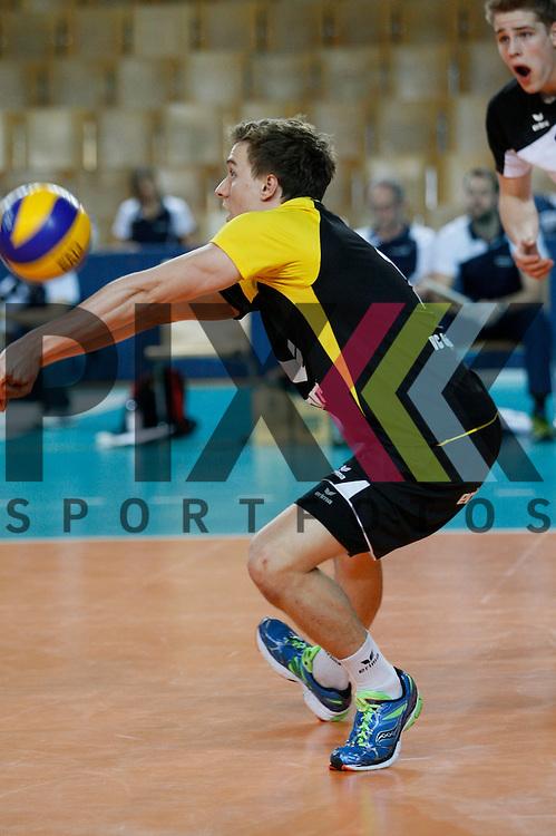 Berlins Samuel Rodiek (Nr. 14) <br /> <br /> 20.02.14 Volleyball, 1. Bundesliga, Maenner, Saison 2014/15, VCO Berlin - SWD Powervolleys Dueren<br /> <br /> <br /> Foto &copy; PIX *** Foto ist honorarpflichtig! *** Auf Anfrage in hoeherer Qualitaet/Aufloesung. Belegexemplar erbeten. Veroeffentlichung ausschliesslich fuer journalistisch-publizistische Zwecke. For editorial use only.