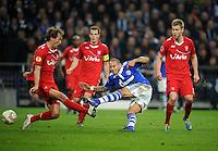 FUSSBALL   EUROPA LEAGUE   SAISON 2011/2012  ACHTELFINALE FC Schalke 04 - Twente Enschede                         15.03.2012 TOR: Jermaine Jones (Mitte, FC Schalke 04) erzielt das 3:1. Willem Janssen (li) und Rasmus Bengtsson (re, beide Enbschede) kommen zu spaet