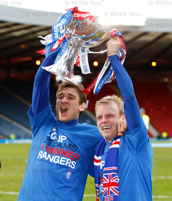 Nikica Jelavic and Steven Naismith with the league cup