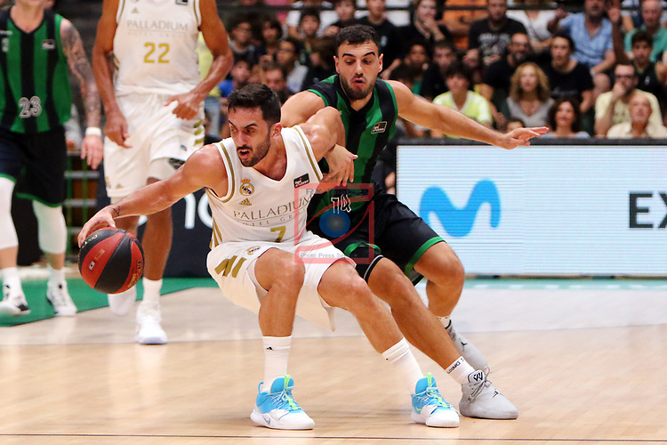 Liga ENDESA 2019/2020. Game: 01.<br /> Club Joventut Badalona vs Real Madrid: 69-88.<br /> Facundo Campazzo vs Albert Ventura.