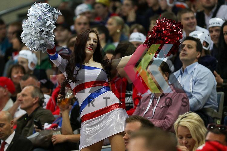 Cheerleader in der O2 Arena im Spiel IIHF WC15 Schweiz vs. Canada.<br /> <br /> Foto &copy; P-I-X.org *** Foto ist honorarpflichtig! *** Auf Anfrage in hoeherer Qualitaet/Aufloesung. Belegexemplar erbeten. Veroeffentlichung ausschliesslich fuer journalistisch-publizistische Zwecke. For editorial use only.