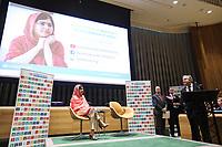 NEW YORK, NY, 10.04.2017 - MALALA-YOUSAFZAI - A ativista paquistanesa Malala Yousafzai acompanhado do português António Guterres, secretário-geral das Organização das Nações Unidas (ONU) durante cerimônia de sua designação como mensageira das Nações Unidas da Paz com um foco especial na educação das meninas evento na sede das Nações Unidas em New York na tarde desta segunda-feira, 10. A função é a maior honra concedida por um líder da organização a um cidadão do mundo. (Foto: William Volcov/Brazil Photo Press)
