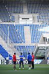 Jonas Hector (l/1. FC Koeln) und Sebastian Rudy (m/Hoffenheim) mit Mundschutz vor dem Spiel im Gespraech.<br /> <br /> Sport: Fussball: 1. Bundesliga: Saison 19/20: 28. Spieltag: TSG 1899 Hoffenheim - 1. FC Koeln, 27.05.2020<br /> <br /> Foto: Markus Gilliar/GES/POOL/PIX-Sportfotos.<br /> <br /> Nur für journalistische Zwecke! Only for editorial use!<br /> <br /> Gemäß den Vorgaben der DFL Deutsche Fußball Liga ist es untersagt, in dem Stadion und/oder vom Spiel angefertigte Fotoaufnahmen in Form von Sequenzbildern und/oder videoähnlichen Fotostrecken zu verwerten bzw. verwerten zu lassen. DFL regulations prohibit any use of photographs as image sequences and/or quasi-video.