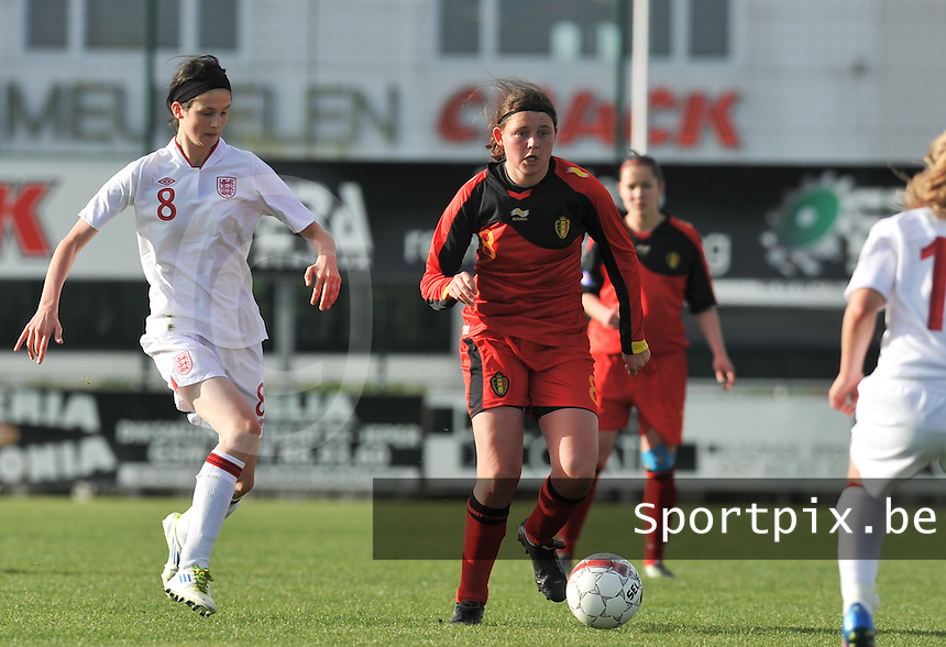 UEFA Women's Under 17 Championship - Second Qualifying round - group 1 : Belgium - England : .Sofie Huyghebaert aan de bal voor Abbey-Leigh Stringer.foto DAVID CATRY / Vrouwenteam.be