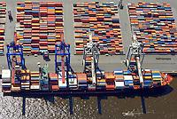 Containerschiff am Athabaskakai: EUROPA, DEUTSCHLAND, HAMBURG, (EUROPE, GERMANY), 09.06.2013 Der HHLA Container Terminal Waltershof, Athabakakai