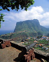 Portugal, Madeira, Blick über Faial zum Penha de Agui (Adlerfelsen) | Portugal, Madeira, view across Faial at Penha de Agui (Eagle's Rock)