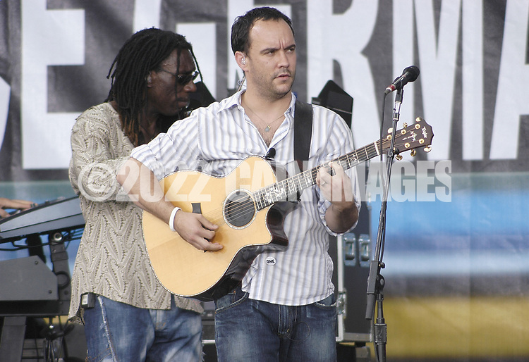 """PHILADELPHIA - JULY 02:  Singer Dave Matthews (R) and violinist Boyd Tinsley perform on stage at """"Live 8 Philadelphia"""" at the Philadelphia Museum of Art July 2, 2005 in Philadelphia, Pennsylvania. The free concert is one of ten simultaneous international gigs including London, Berlin, Rome, Paris, Barrie, Tokyo, Cornwall, Moscow and Johannesburg. The concerts precede the G8 summit (July 6-8) to raising awareness for MAKEpovertyHISTORY.  (Photo by William Thomas Cain/Getty Images)"""