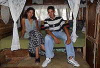 ITALIA Torino  Campo nomadi Rom  (Campo dell'Arrivore, 2001) giovane coppia all'interno della loro roulotte