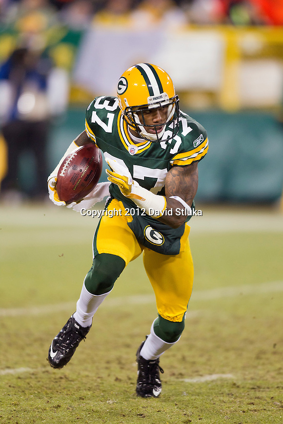 Green Bay Packers kick returner/defensive back Sam Shields (37) returns a kick during an NFL divisional playoff football game against the New York Giants on January 15, 2012 in Green Bay, Wisconsin. The Giants won 37-20. (AP Photo/David Stluka)