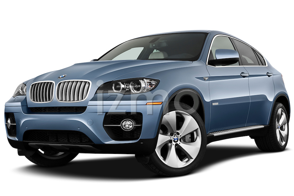 Low aggressive front three quarter view of a 2010 BMW Active Hybrid X6.