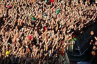 LISBOA, PORTUGAL, 26 MAIO 2012 -  ROCK IN RIO LISBOA - Publico no palco Mundo, no segundo dia do Rock In Rio Lisboa na cidade do Rock, em Lisboa Portugal. (FOTO: WILLIAM VOLCOV / BRAZIL PHOTO PRESS).