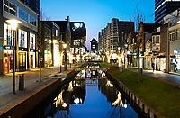 Nederland Zaandam -  Januari 2018.  Het vernieuwde centrum van Zaandam. Winkels aan de Gedempte Gracht. De Gedempte Gracht is recentelijk weer uitgegraven.   Foto Berlinda van Dam / Hollandse Hoogte