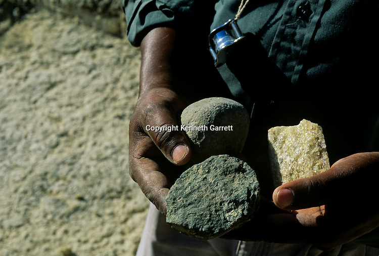 Stone tools, Olduvai Gorge, Tanzania, H. Erectus, H, Habilis, A. Afarensis, Zinjanthropus, Fidelis Masao