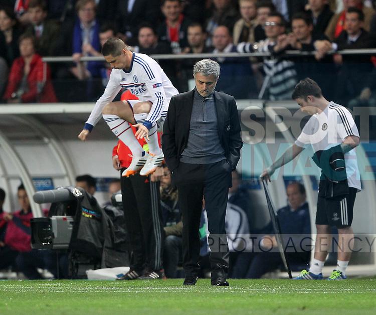 Chelsea's Jose Mourinho looks on dejected as Fernando Torres warms up<br /> <br /> Paris Saint Germain vs Chelsea - Champions League - Parc Des Princes- Paris - France - 02/03/2014  - Pic David Klein/Sportimage