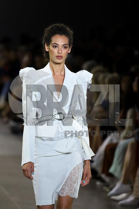 NOVA YORK, EUA, 07.09.2019 - MODA-NYFW - Modelo durante desfile da Taoray Wang no NYFW ( New York Fashion Week) na ilha de Manhattan em Nova York neste sábado, 07. (Foto: Vanessa Carvalho/Brazil Photo Press)