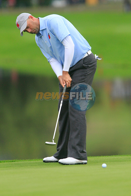 Stewart Cink takes his putt on the 6th green for the second session of Fourball Match 2  during Day 1 of the The 2010 Ryder Cup at the Celtic Manor, Newport, Wales, 29th September 2010..(Picture Eoin Clarke/www.golffile.ie)