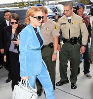 Lindsay Lohan llega en un traje de Givenchy azul y gris, con bolsa de Celine por su informe final el progreso de libertad condicional en la corte de Los Angeles, California, el 29.03.2012. Los Ángeles, juez del Tribunal Superior Stephanie_Sautner decidió levantar la libertad condicional de Lohan de su infame caso de conducir ebrio steming a partir de 2007, por lo que ella ya no tienen que reunirse con un oficial de libertad condicional o de comparecer ante el tribunal en su caso, robo de 2011 - siempre y cuando ella se comporta y obedece a la ley por medio de mayo de 2014.<br /> FOTO:NORTEPHOTO.COM/MediaPunch Inc.***FOR MEXICO ONLY***