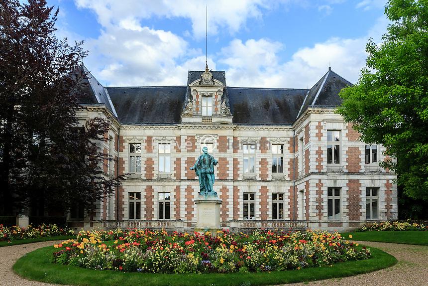 France, Loir-et-Cher (41), Vendôme, la bibliothèque // France, Loir et Cher, Vendome, the library