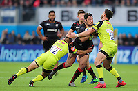 Brad Barritt of Saracens takes on the Leicester Tigers defence. Aviva Premiership match, between Saracens and Leicester Tigers on October 29, 2016 at Allianz Park in London, England. Photo by: Patrick Khachfe / JMP