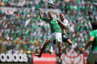 SOCCER/FUTBOL..ELIMINATORIAS CONCACAF 2010..MEXICO VS ESTADOS UNIDOS..CLASICO DE CONCACAF..Action photo of Guillermo Franco (L) of Mexico and Jay DeMerit of the USA, during World  Cup 2010 qualifier game against USA at the Azteca Stadium./Foto de accion de Guillermo Franco (I) de Mexico y Jay DeMerit de USA, durante juego eliminatorio de Copa del Mundo 2010 en el Estadio Azteca. 12 August 2009. MEXSPORT/ETZEL ESPINOSA