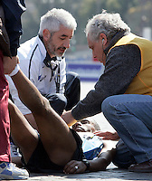 L'etiope Shumye Tafere Alemayehu viene assistito dopo essere stato colto da un malore all'arrivo della Maratona di Roma, al Colosseo, 22 marzo 2009..Shumye Tafere Alemayehu of Ethiopia receives assistance as he is taken ill at the arrive of the Rome's Marathon, 22 march 2009 at the Colosseum..UPDATE IMAGES PRESS/Riccardo De Luca