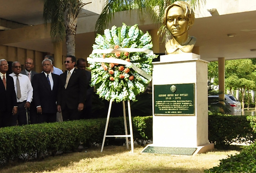 Busto de Sagrario en la UASD.