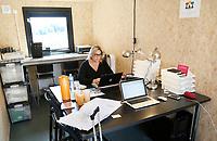 Nederland Amsterdam 2017. Start Up Village bij het Science Park. Tijdelijke kantoorruimte van Evenementenbureau Footprints and More. Footprints and More verzorgt de opening op 5 juli van het datacenter Equinix AM4.  De Startup Village is een conglomeratie van een vijftigtal zeecontainers bestemd voor ondernemingen in technologie en science.   Foto Berlinda van Dam / Hollandse Hoogte