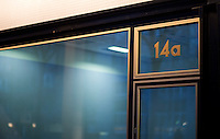 Berlin, Mittwoch (01.05.13), Das Schaufenster eines leeren Ladens nahe des Kurfürstendamms. Foto: Michael Gottschalk/CommonLens