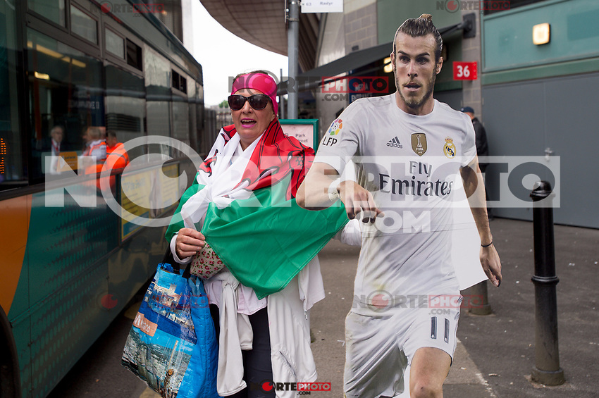 A welsh supporter of Gareth Bale otuside the National Stadium of Cardiff on the eve of the UEFA Champions League Final match between Real Madrid and Juventus at the National Stadium of Wales, Cardiff, Wales on 2 June 2017. Photo by Giuseppe Maffia.<br /> <br /> Giuseppe Maffia/UK Sports Pics Ltd/Alterphotos /NortePhoto.com