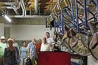 Teilnehmer der Radtour im Materiallager des RC03 Worfelden im Bürgerhaus Worfelden
