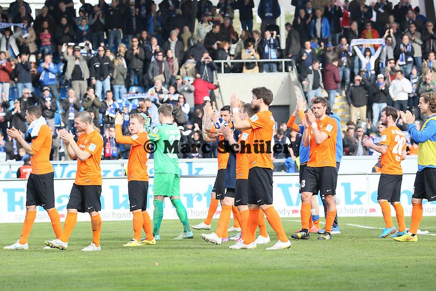 Lilien bedanken sich bei den mitgereisten Fans - FSV Frankfurt vs. SV Darmstadt 98, Frankfurter Volksbank Stadion