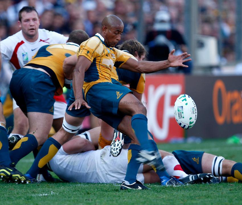 Photo: Richard Lane/Richard Lane Photography..Australia v England. Quarter Final, IRB Rugby World Cup, RWC 2007. 06/10/2007. .Australia's George Gregan kicks.