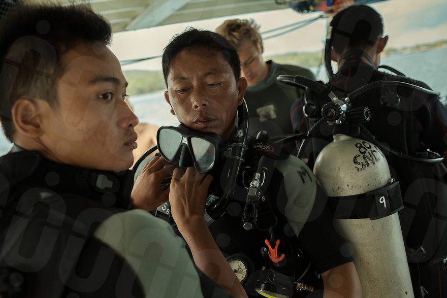 19 February, 2013 - Koh Rong (Sihanoukville). Divers prepare for their first open sea diving session. © Thomas Cristofoletti / Ruom