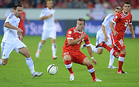 Fussball International  WM Qualifikation 2014   11.09.2012 Schweiz - Albanien Xherdan SHAQIRI (Mitte, Schweiz) gegen Ervin Bulku (li, Albanien)