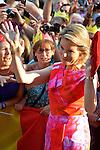©www.agencepeps.be/ F.Andrieu- A.Rolland / Imagebuzz.be  - Belgique -Bruxelles - 130721 - Bain de foule du Roi Philippe et de la Reine Mathilde dans le parc de Bruxelles
