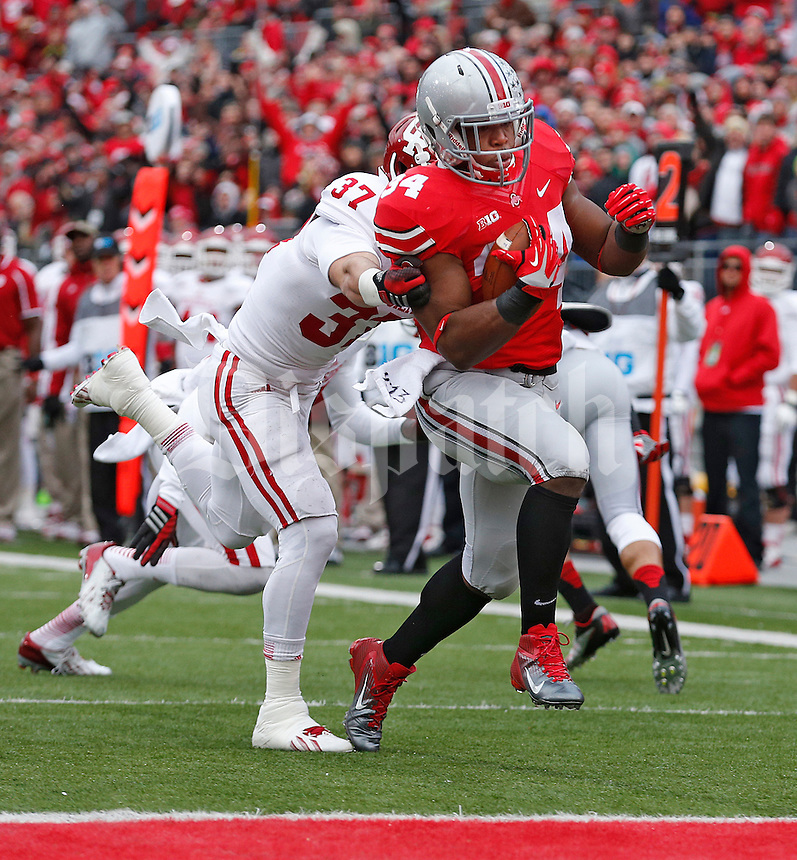 Ohio State Buckeyes running back Carlos Hyde (34 gets past Indiana Hoosiers safety Mark Murphy (37) for the <br />