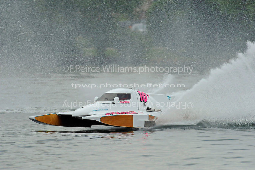 "13-14 June, 2009, APBA Inboards, Walled Lake, Novi, MI. USA.Alexis Weber, T-10 ""Flirtin' With Disaster"", 1 Litre Stock hydroplane.©F. Peirce Williams 2009 USA.F.Peirce Williams.photography.ref: RAW (.NEF) File Available"