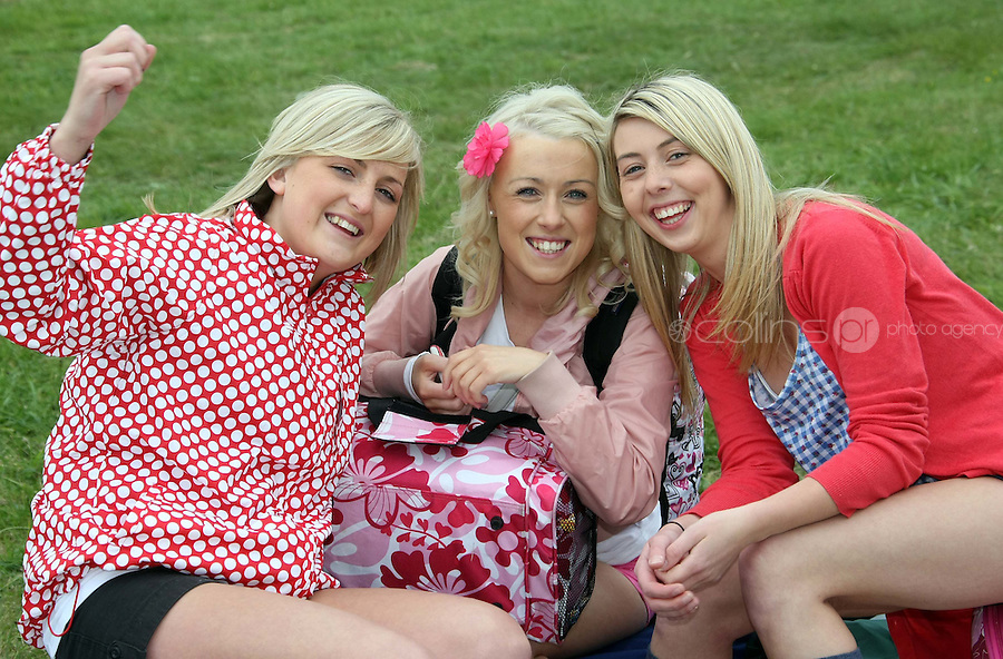 08/07/'10 Donna Murray, Emma O'Connor and Kirsty Curran from Newbridge pictured arriving at Punchestown, Co. Kildare this evening for the start of the Oxegen Festival 2010...Picture Colin Keegan, Collins, Dublin